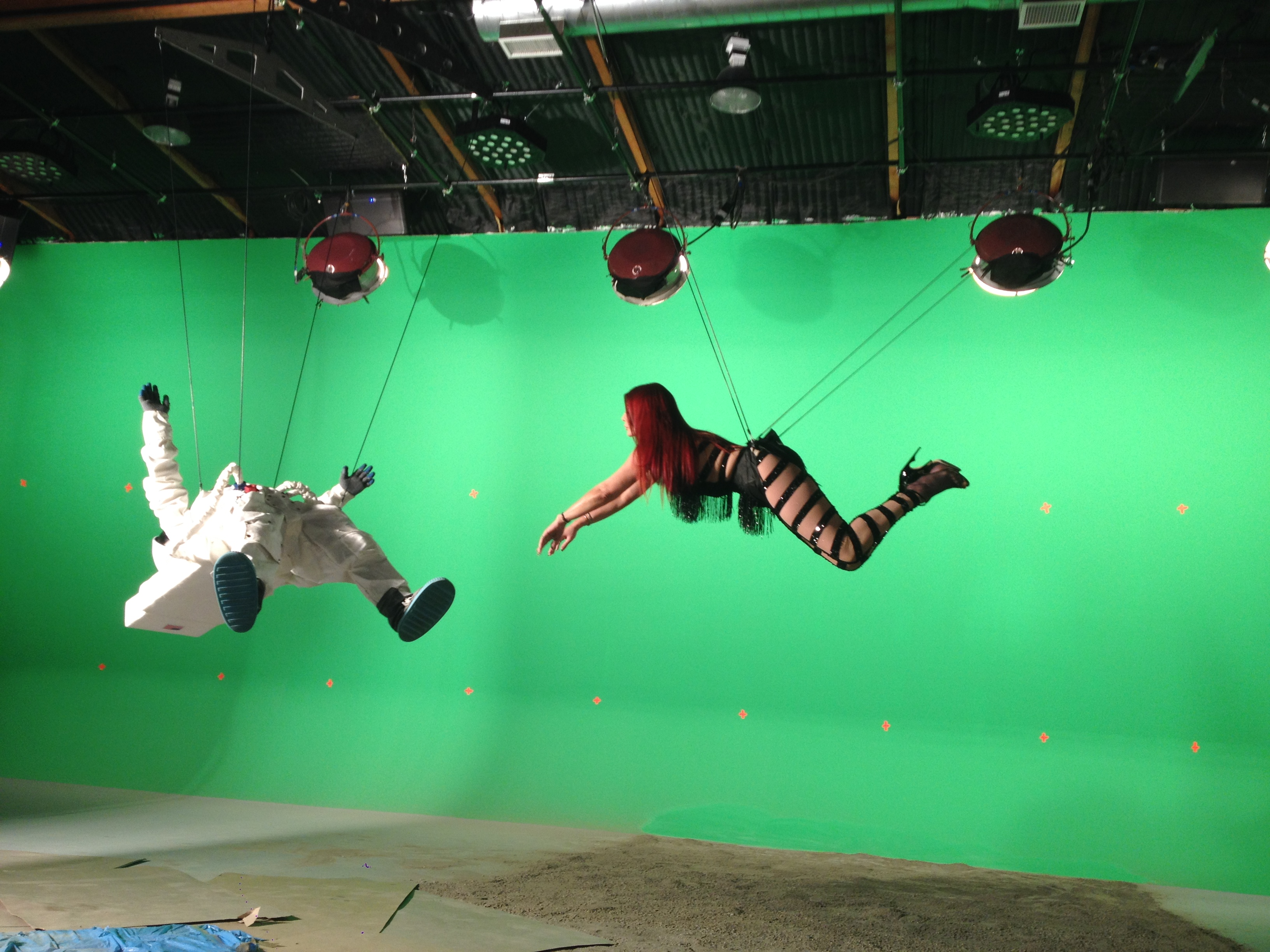 Flying Wire Rig on Set